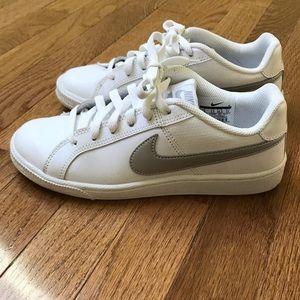 Nike Court Royale sneaker